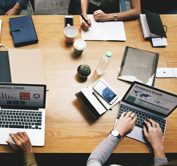 How Small Businesses Can Compete With Large Companies Through Data Analysis